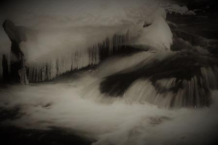 氷柱のある流れ