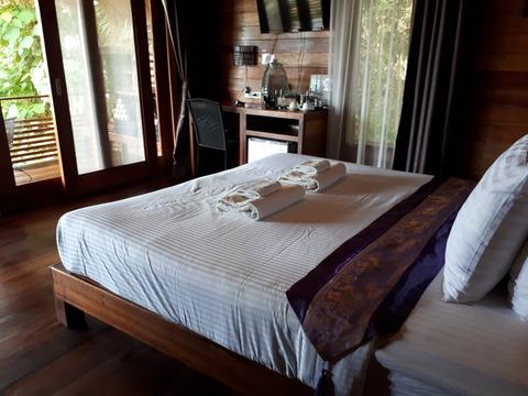 テンムーン 部屋のベッド