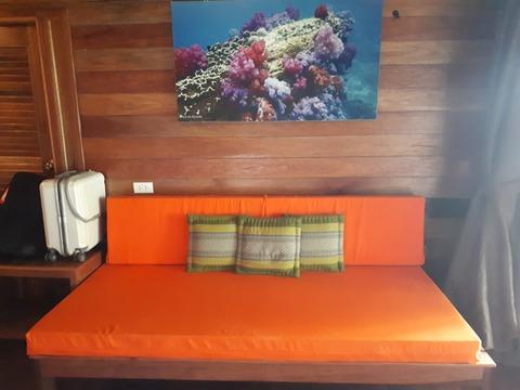 テンムーン 部屋のソファ