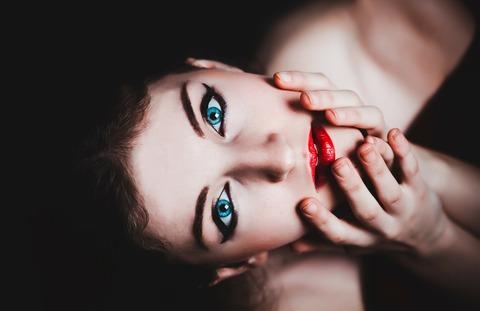 blue-eyes-237438_1920 (1)