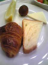 パン、チーズ、ライチ、グレープフルーツ