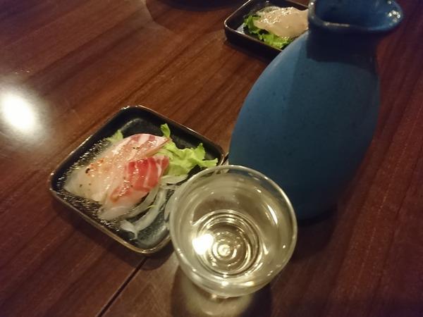 中村食堂で串と日本酒