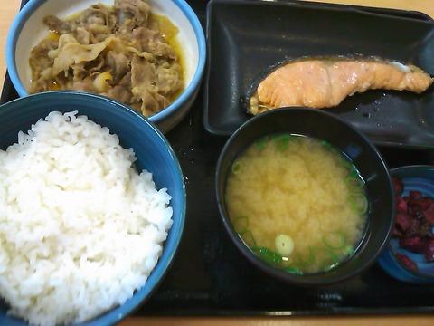 吉野家の牛鮭定食が今だけ380円で食べられる