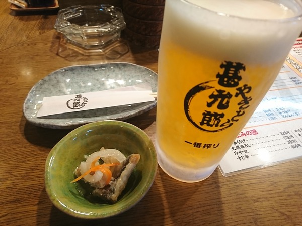 やきとり甚九郎でウインナ串を食べる