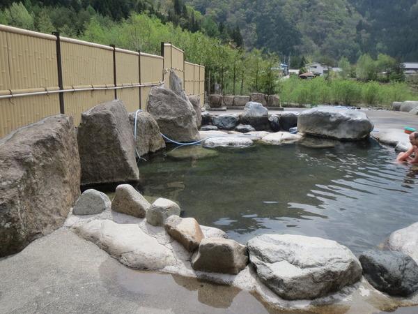 栃尾温泉の荒神の湯には荒ぶる神の気持ちで入る