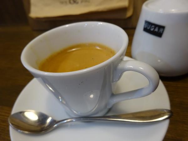 落ち着きのある空間cafe & animoでエスプレッソ