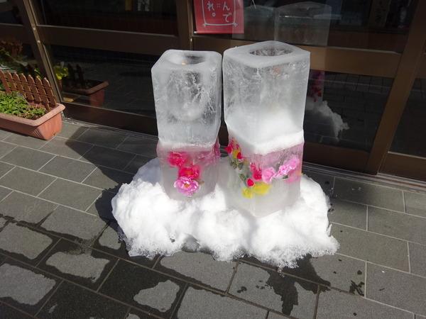 福多屋菓子司では春の苺桜餅を買う