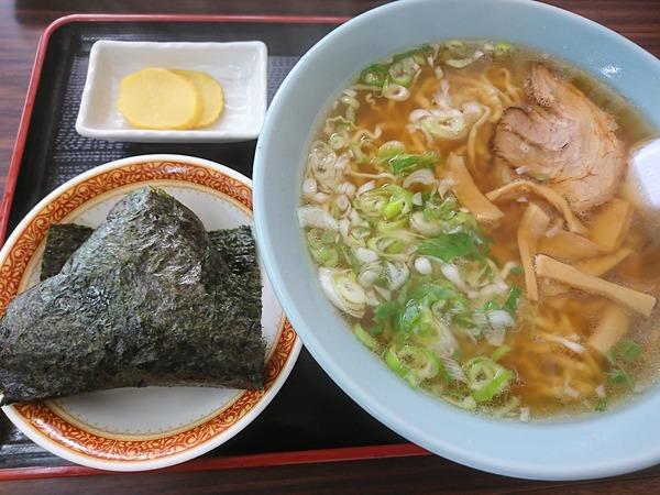 塩苅食堂では中華そばと焼豚入りおにぎりのコンビが鉄板