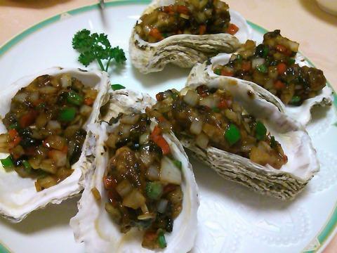 リトル上海の牡蠣のブラックビーンズ炒めは辛いところがいいところ