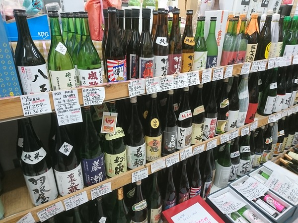 リカーポケットみずはたには富山の地酒が集まっている