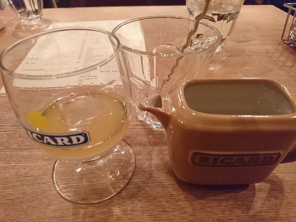メルシー食堂キャトルで飲んだリカールは水で割ると白く濁る酒