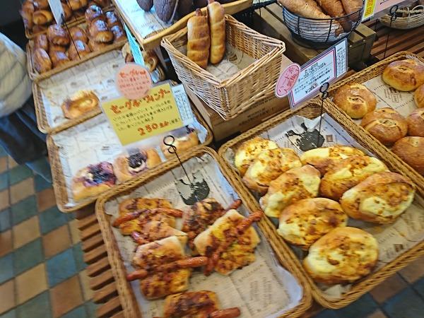 パニフィエのセーグル・ウィンナーはふっくらしたフランスパンに