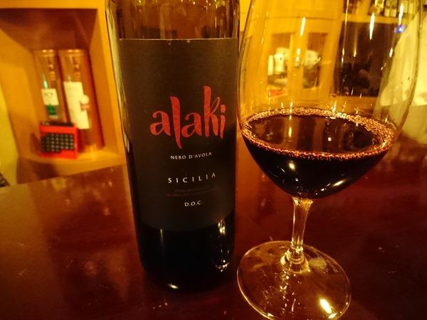 隠れ家ワインバーで日本人の名前のようなシチリアワイン