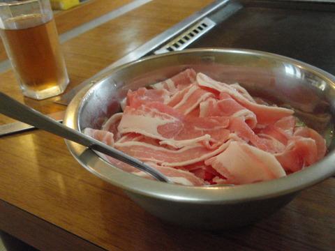えびすやではお好み焼きを肉焼きいか焼きミックス焼きと呼ぶ