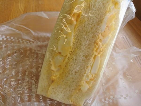 ブレッドマーケットのカレーパンとたまごサンドは手作り感あふれる絶品