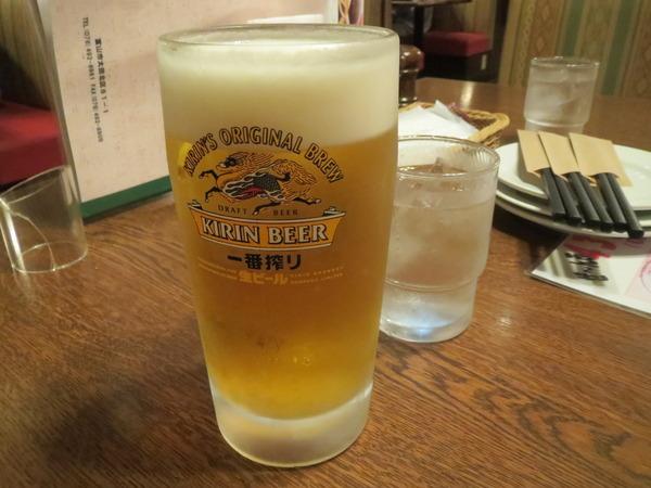 だんらんやでビールとポテトとビールと肉