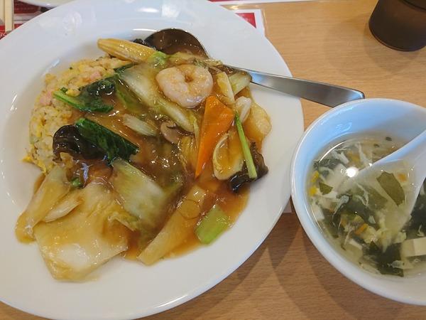 大連飯店富山南店で食べるあんかけ炒飯は1皿で2度美味しい