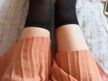 【素人】ひらひらスカートにニーハイ女神のふとももちゃん!細い白い脚がたまらんぜよ。顔を埋めたいwww