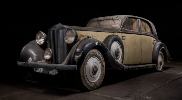 retro_cars_garage_05
