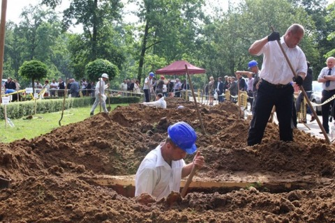 grave-digging-competition2-600x400