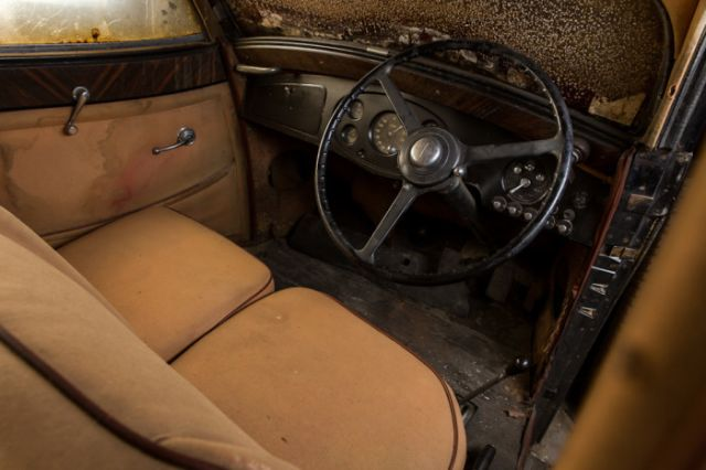 retro_cars_garage_07