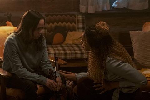 海外ドラマ「アンブレラ・アカデミー」シーズン1 第8話 エレン・ペイジとエミー・レイヴァー=ランプマン