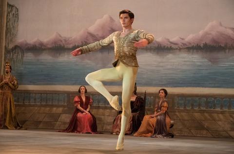 映画「ホワイト・クロウ 伝説のダンサー」オレグ・イヴェンコ