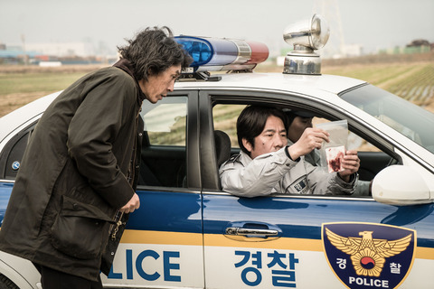 殺韓国映画「殺人者の記憶法」ソル・ギョングとオ・ダルス