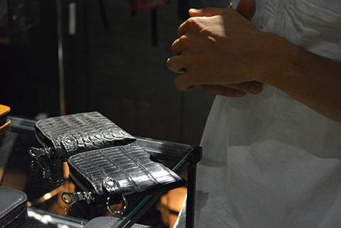 イサムカタヤマバックラッシュ クロコ 財布