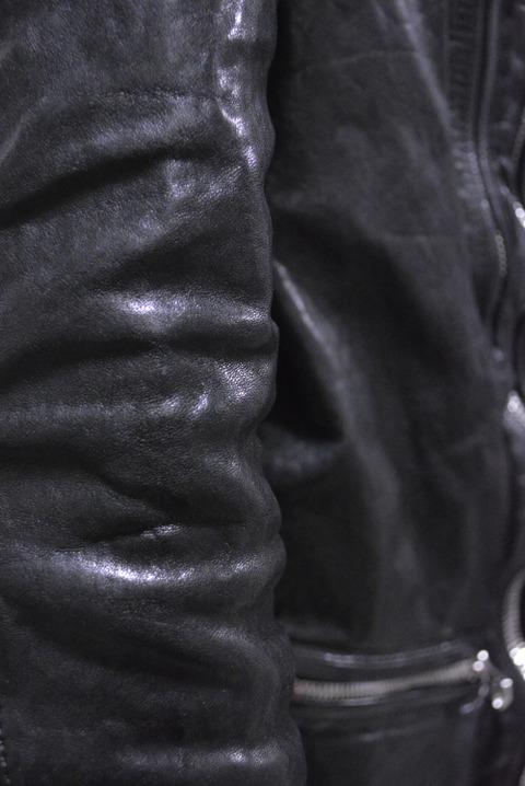 イサムカタヤマバックラッシュ フレンチショルダー製品染めワックス仕上げ ライダース 経年変化