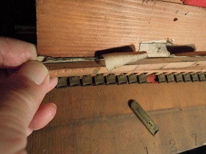 オルガンと椅子修理 012