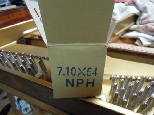 ピン打ち込みとテーブル製作 001