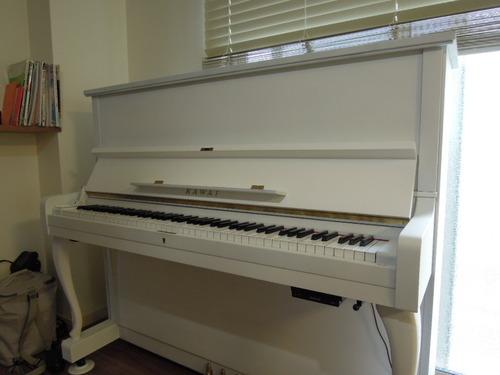 白いピアノ 001