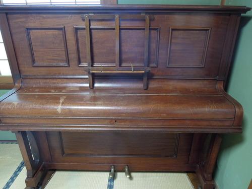 白いピアノ 004