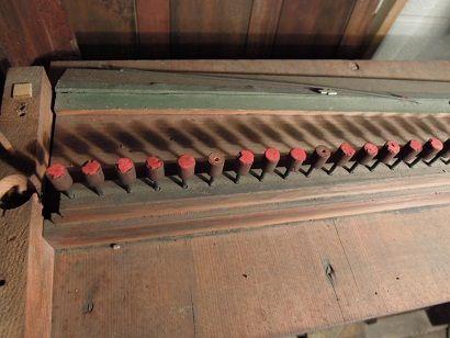 オルガンと椅子修理 006