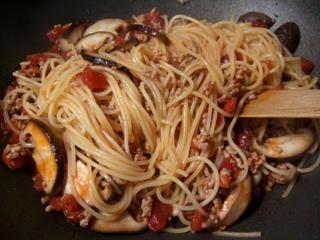 スパゲッティと混ぜる