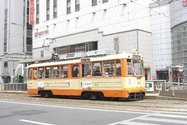 路面を走る伊予鉄道