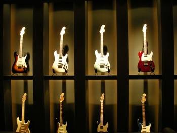 陳列されたギター数本
