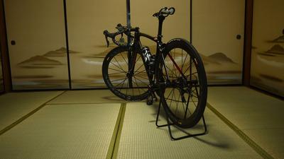 和室にロードバイク3