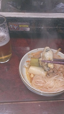 キムチ鍋のカキとビール