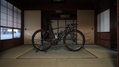 和室にロードバイク2