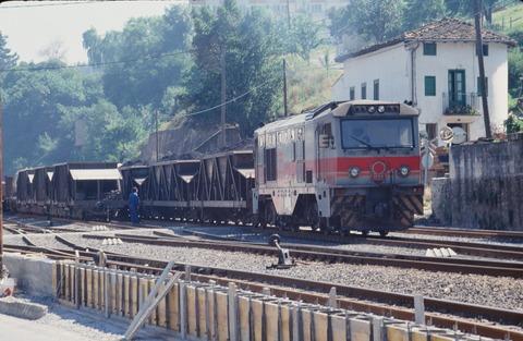 FEVEバルマセダで入換中のDL石炭貨物1990年7月