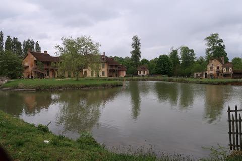 VersaillesPetit Trianon436池をはさんでアモー