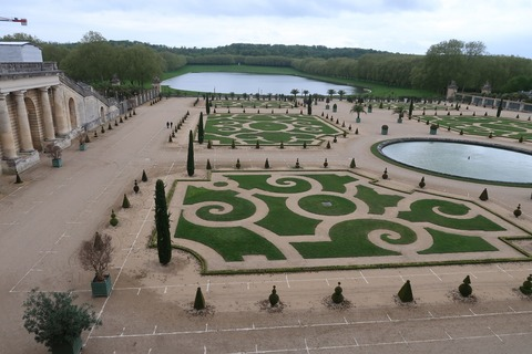 Versailles202B遠くにスイス人の池