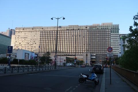 モンパルナス駅朝正面0428