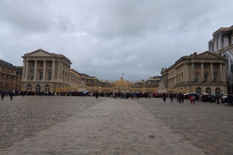Versailles103宮殿正面と長蛇の列