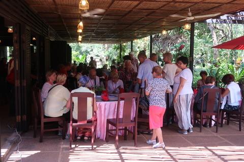 0208バンテアイスレイ内部高級レストランと仏団体 (3)