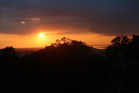 0193プノンバケンの夕陽輝く (3)