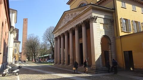 パヴィア大学レオナルド広場と講堂アウラ