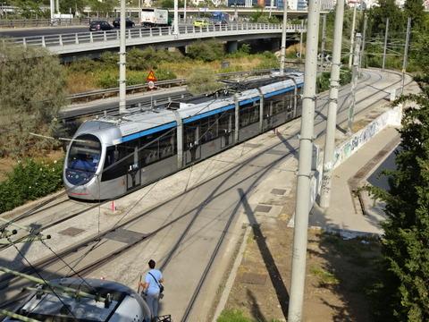 アテネTR2015ファリロ駅に入る市電